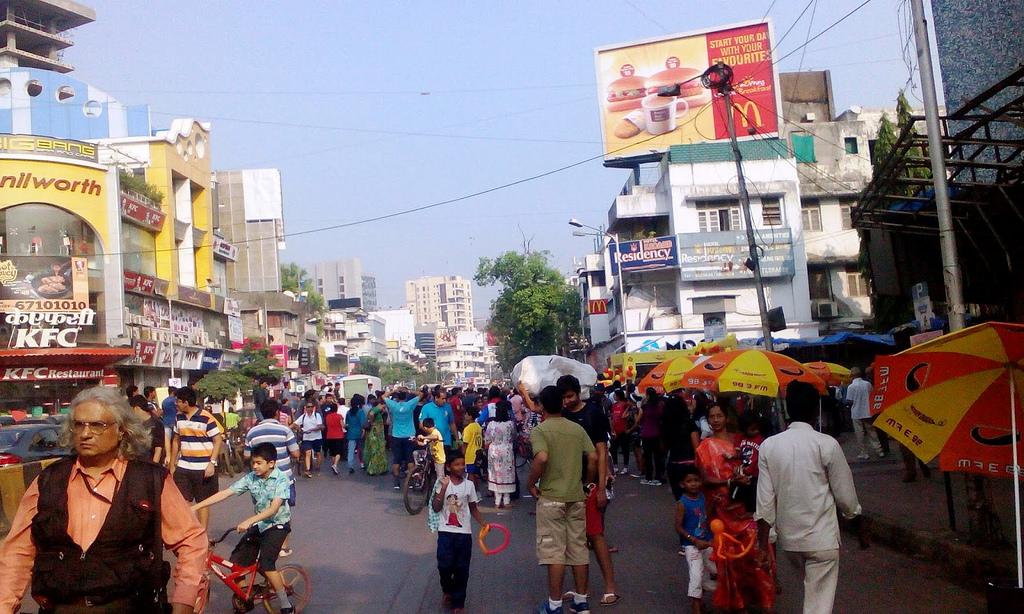 Hotels Near Linking Road Mumbai