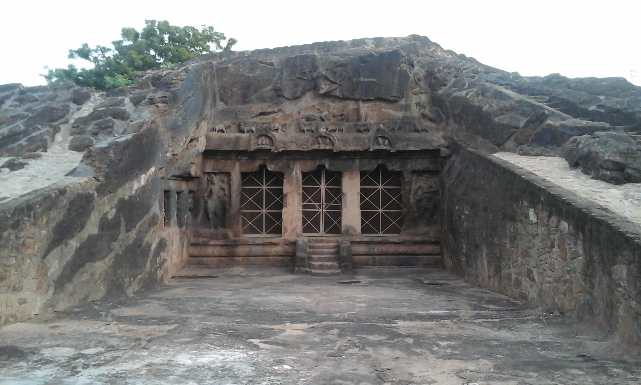 Moghalrajpuram caves